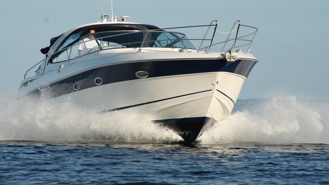 RevMakers Abaqus Yachting - Motor Yacht Rental